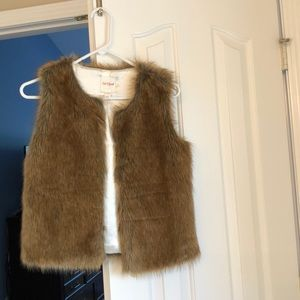 Cat and Jack girls' faux fur vest